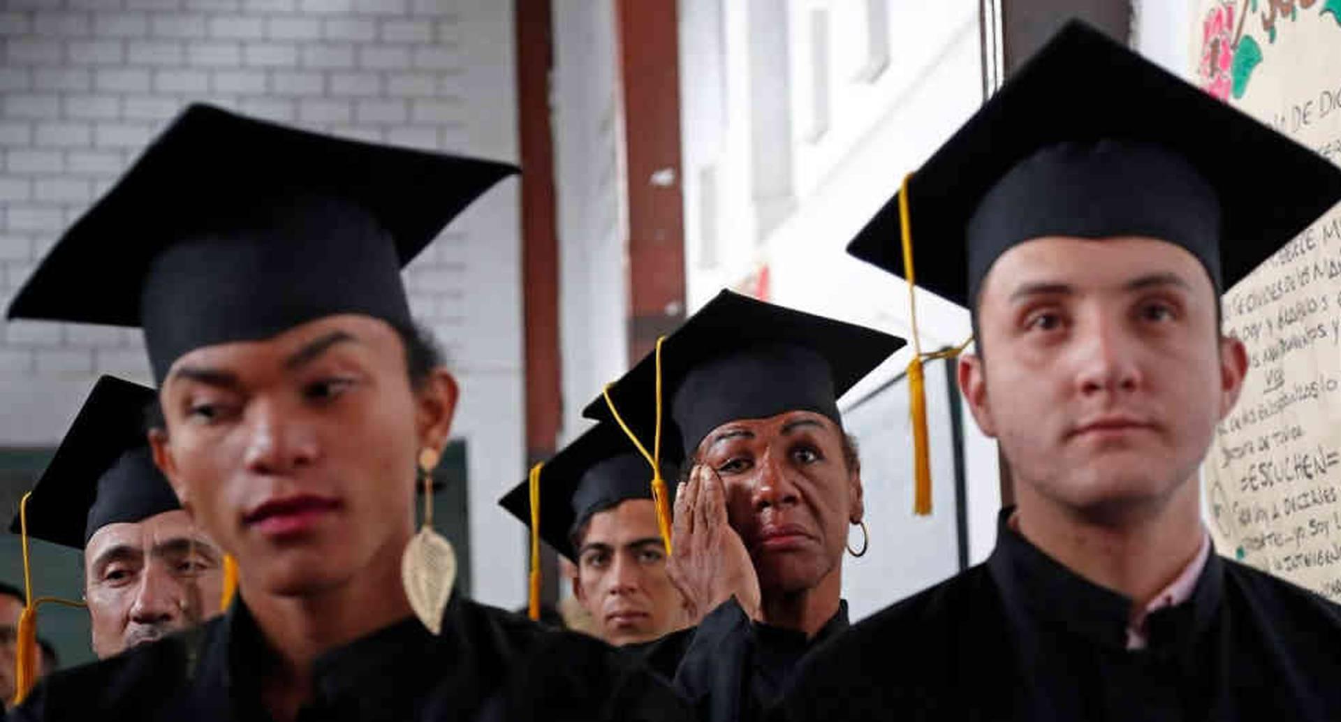 Ulises Medina se conmueve durante el discurso de graduación. Foto: León Darío Peláez/ SEMANA