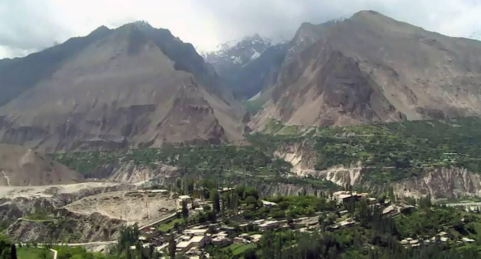 Hace más de un año, diez extranjeros y su guía fueron asesinados en Nanga Parbat, un mítico pico de más de 8.000 metros en Paquistán. Lo que antes era un paraíso para los escaladores hoy se ha convertido en un valle solitario.