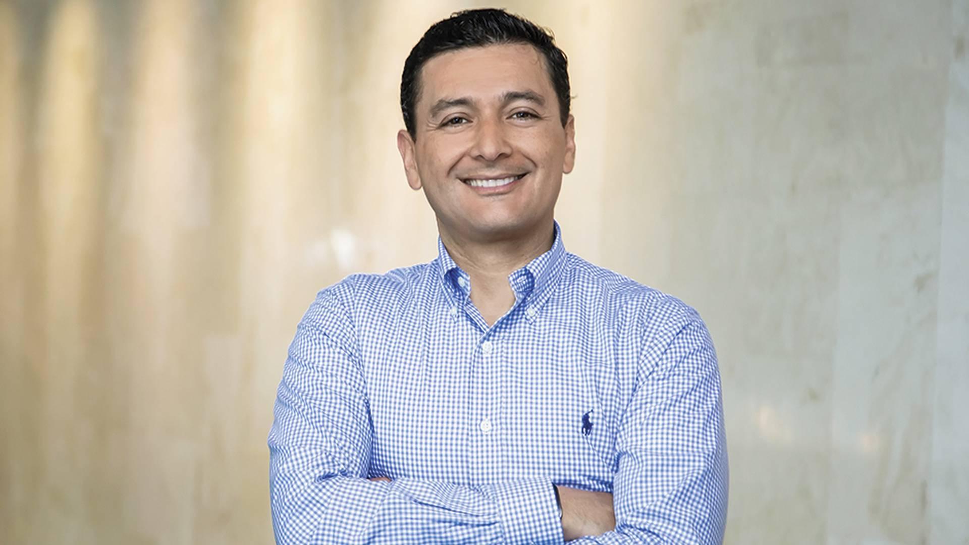 Castaño es un funcionario técnico alejado de la política. Ha participado como superintendente en dos Gobiernos: el de Santos y el de Duque.
