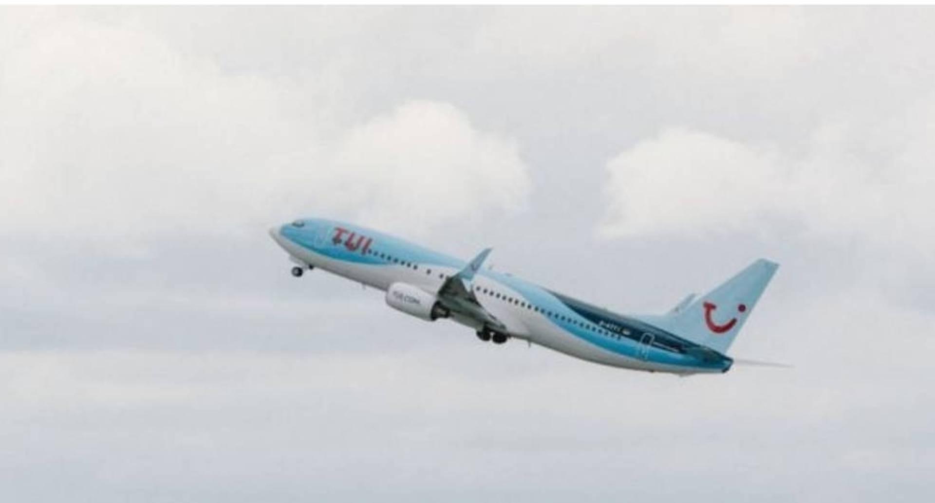 Al menos 16 pasajeros de uno vuelo de Grecia a Gales dieron positivo por coronavirus.