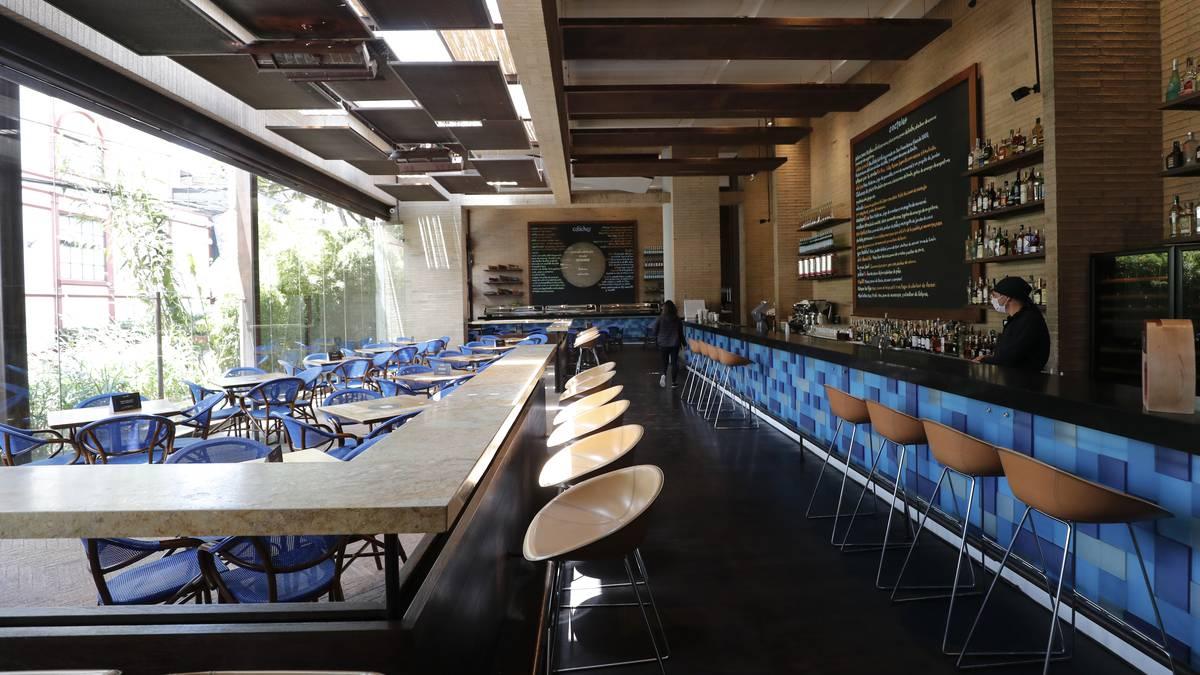 Restaurantes vacios, sin clientes, apertura de restaurantes.