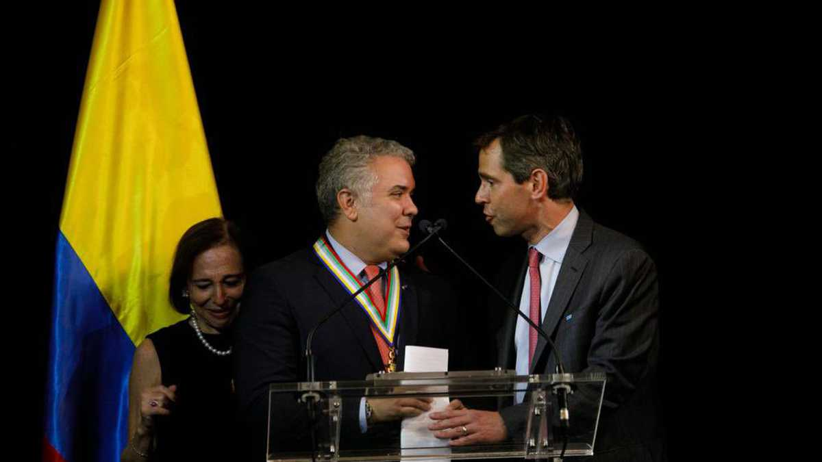 Iván Duque recibe premio internacional por apoyo a los migrantes venezolanos