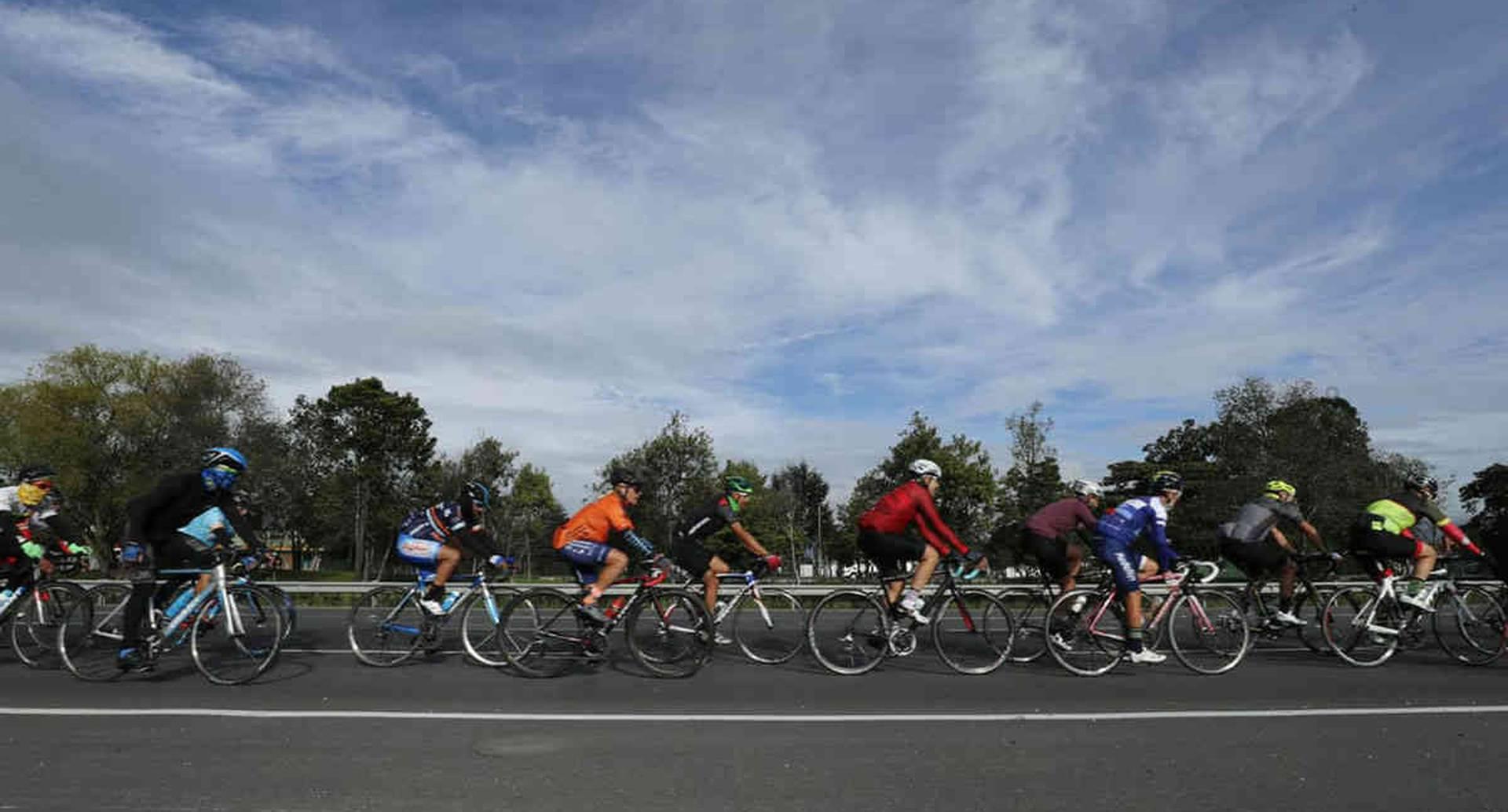 Según cifras del Centro de Estudios e Investigaciones (CEIS) el último fin de semana más de 17.000 biciusuarios recorrieron las ciclorrutas habilitadas. Foto: Guillermo Torres / SEMANA