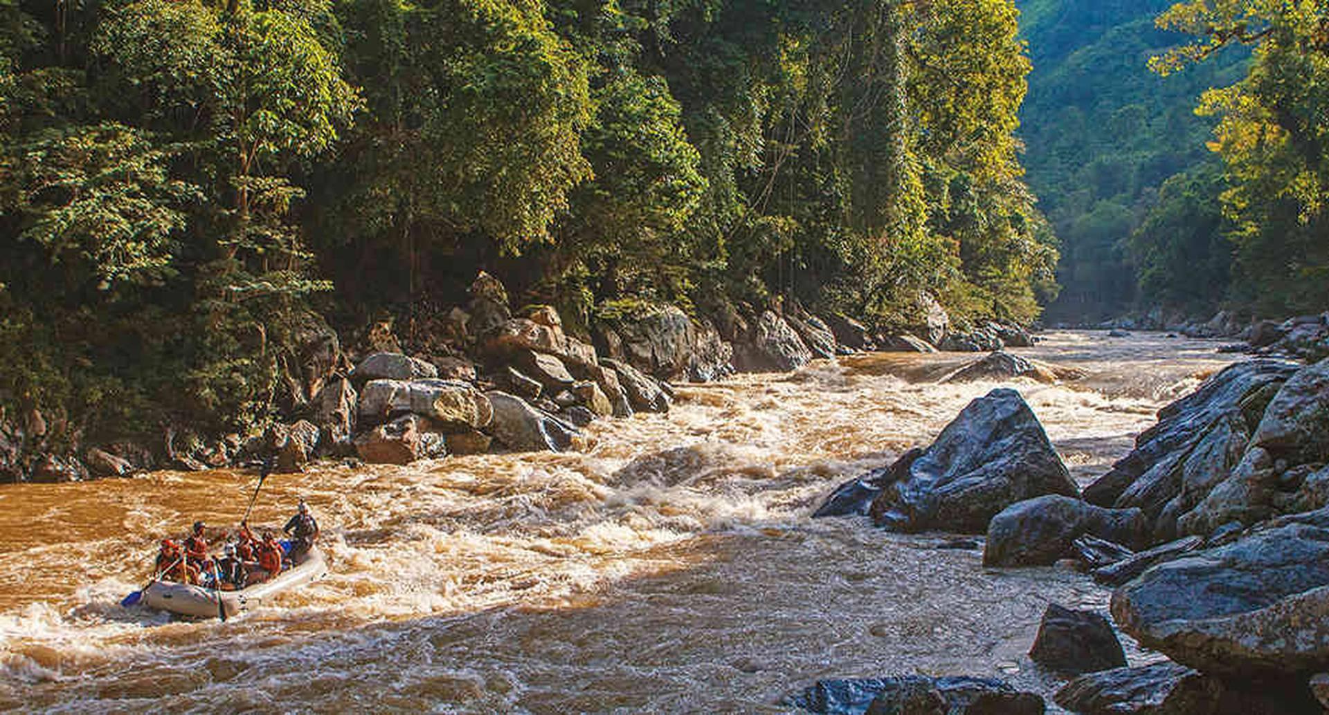 Atardecer en elrío Samaná. Los expedicionarios lo han estudiado a fondo para protegerlo de proyectos que afectarían su ecosistema.