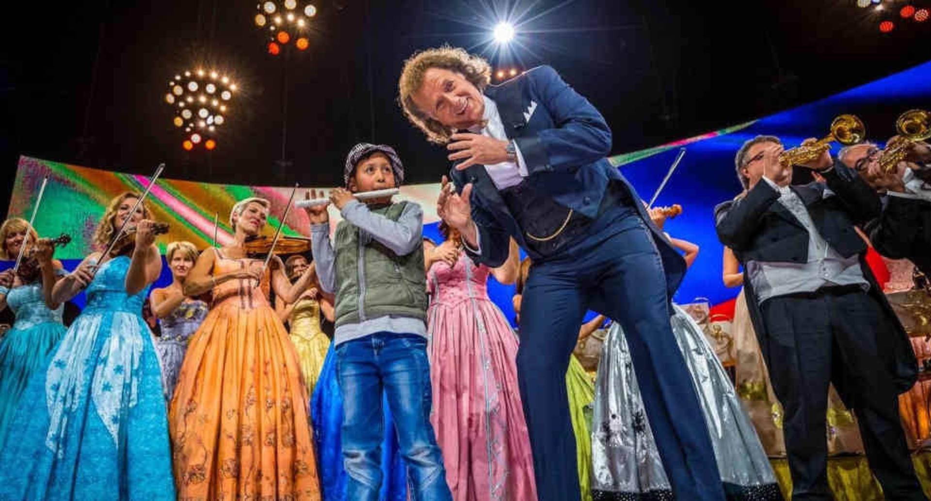 Daniel Alejandro interpretando Cielito Lindo junto al maestro André Rieu.