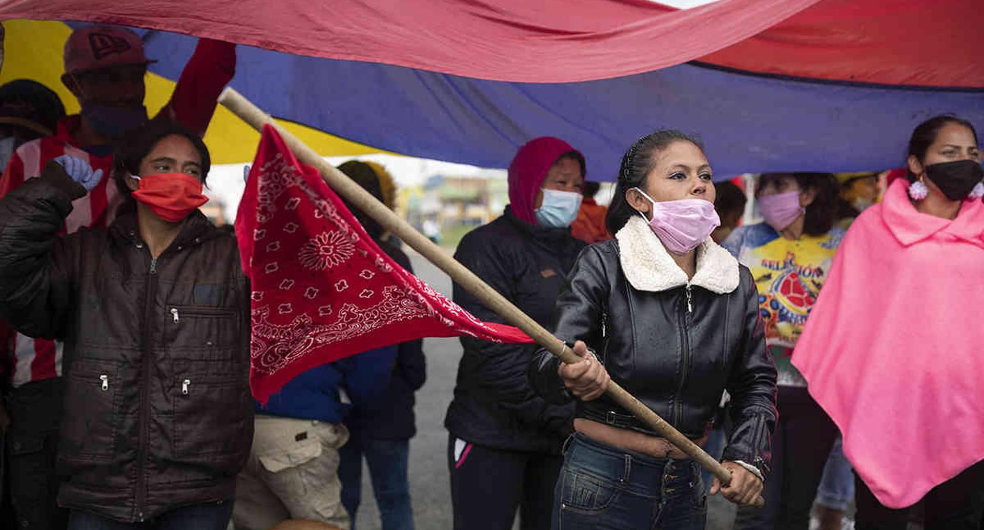 Bloqueos en la salida de Bogotá vía al Llano de ciudadanos que denuncian falta de recursos y presencia del estado durante la pandemia.