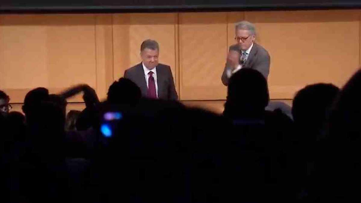 El expresidente Santos conversó con Jeffrey DeLaurentis.