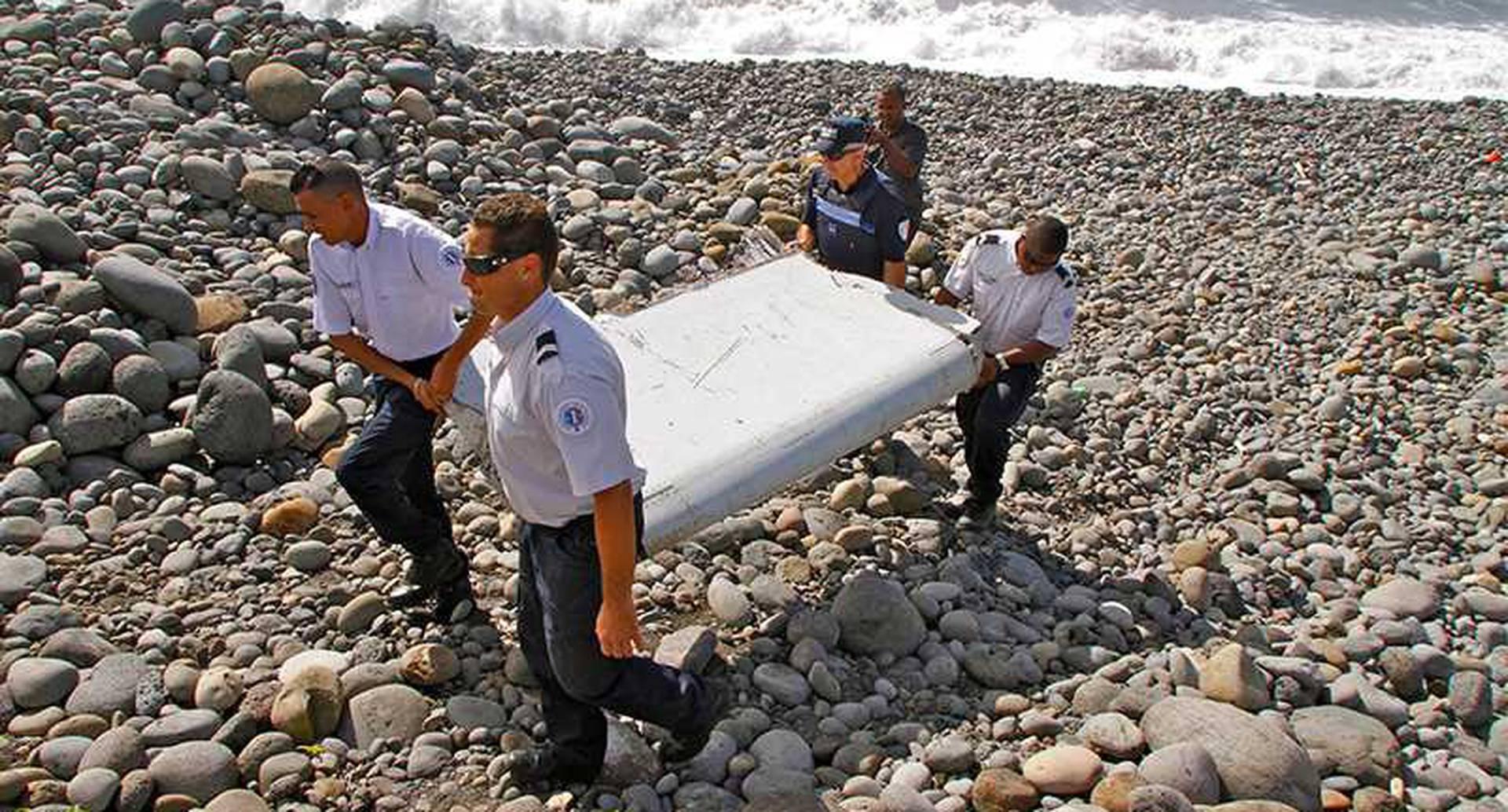 El 8 de marzo del 2014, el vuelo 370 de Malasya Airlines desapareció en el Océano Índico. El avión llevaba 227 pasajeros y 12 personas de tripulación. Intensas operaciones de búsqueda se sucedieron sin mucho éxito, y dos años después las causas del accidente aún no han sido esclarecidas.