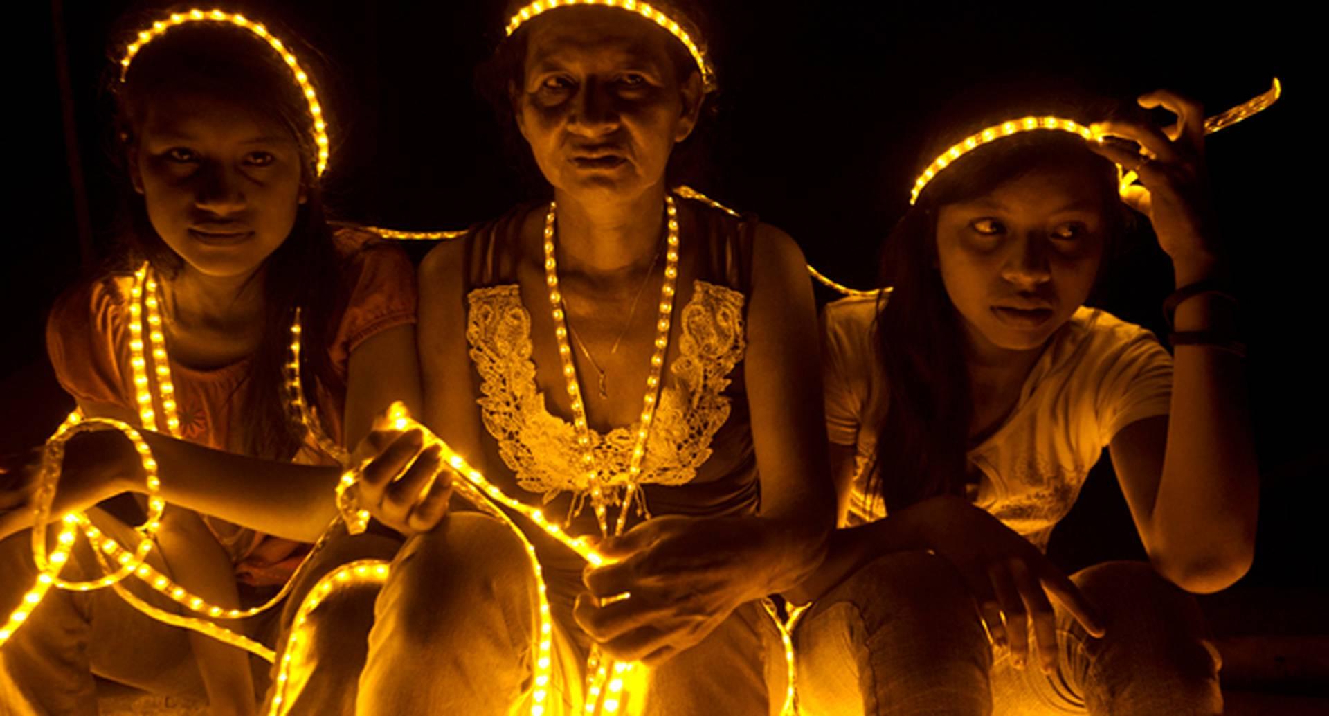 """""""Pachamamas de Luz, Diosas de la Selva"""" fue una de las fotos ganadoras de Memorias del Futuro 2014 de IDARTES, y hace parte de las imágenes que aparecen en la programación de la Cumbre de Arte y Cultura para la Paz / Por: Santiago Escobar-Jaramillo"""