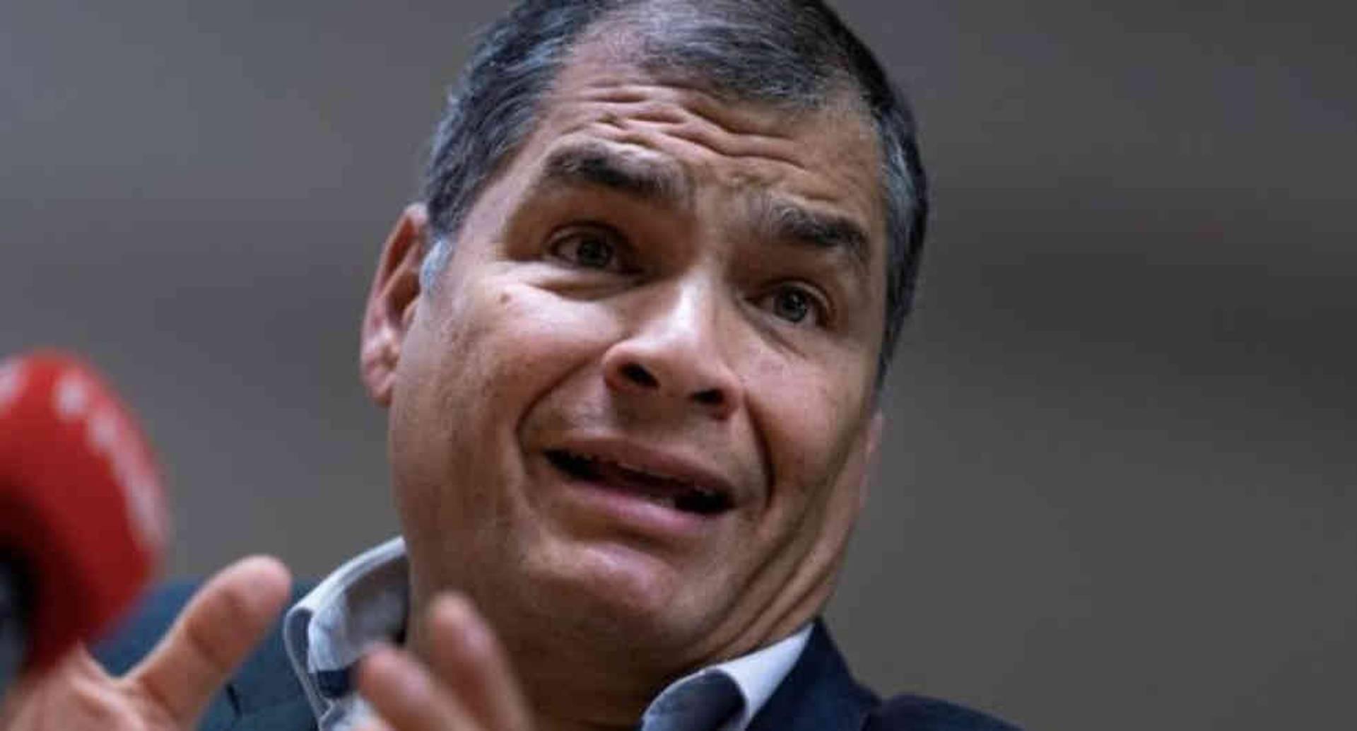 Derechos de autor de la imagenGETTY IMAGES Image caption Rafael Correa rechaza que esté detrás de un golpe de Estado en Ecuador. Foto: Getty/BBC