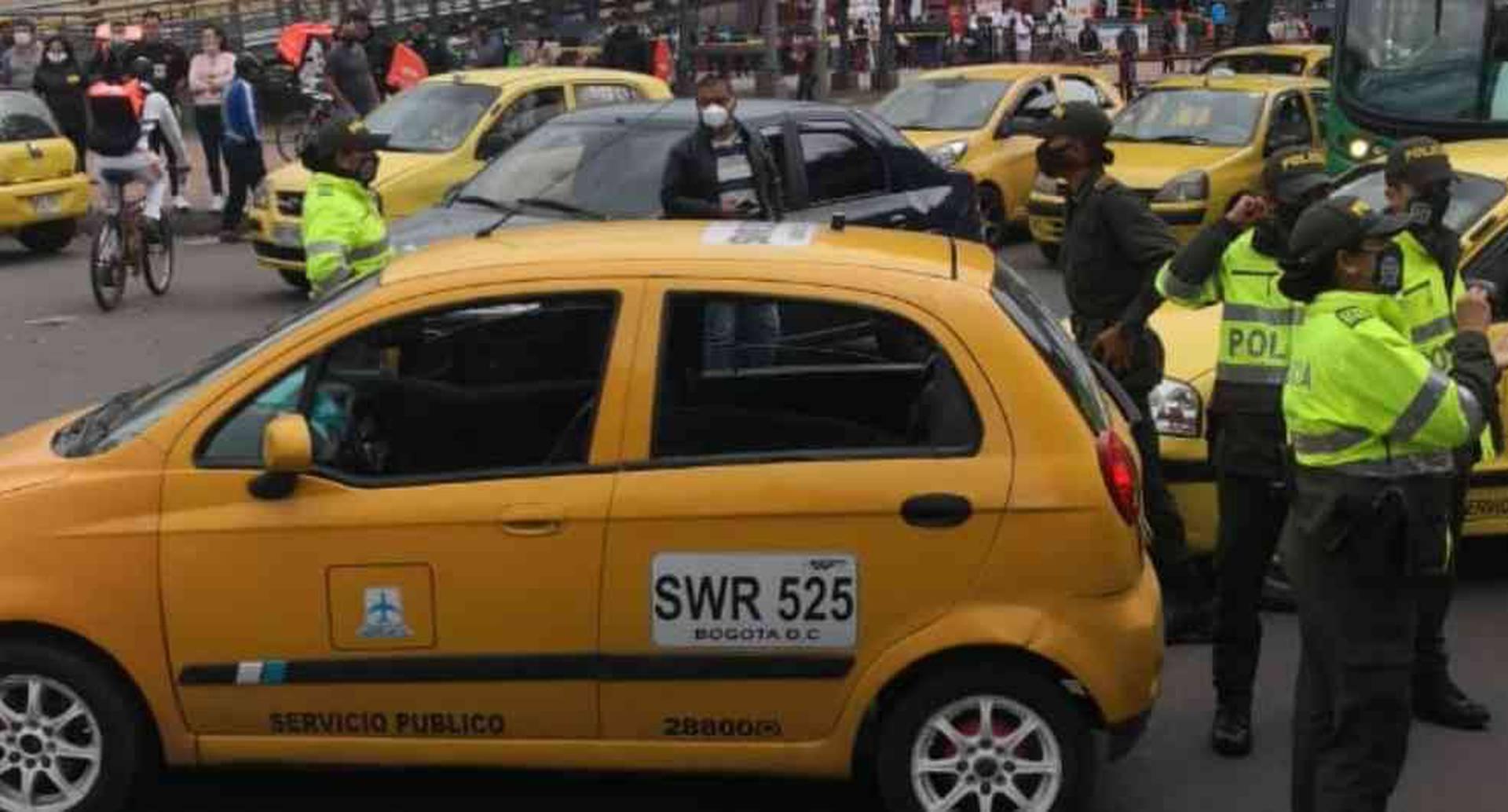 Taxistas protestan en plena cuarentena para rechazar el regreso de Uber