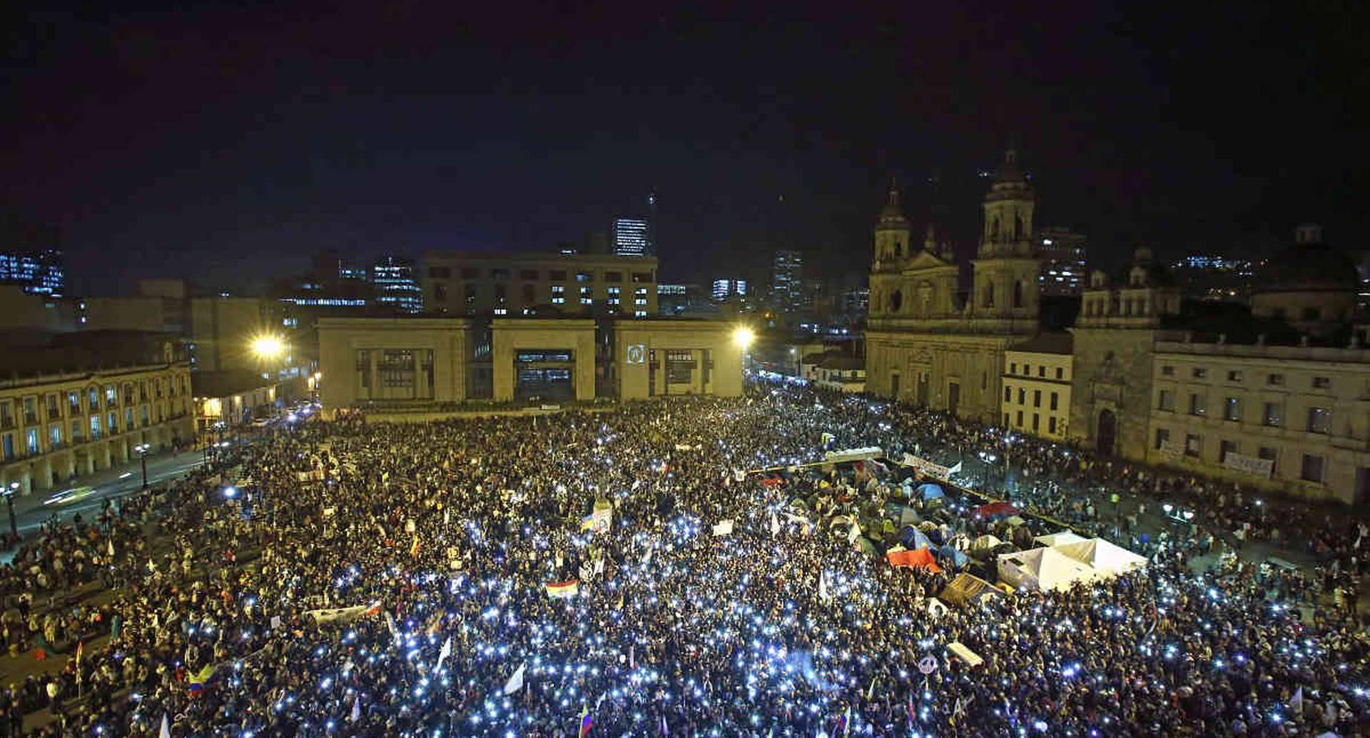 Marcha de los indigenas y estudiantes por la Paz. Marcha a favor de la Paz, Plaza de Bolivar. Bogota 12 Octubre 2016. Foto: Daniel Reina Romero - Revista Semana