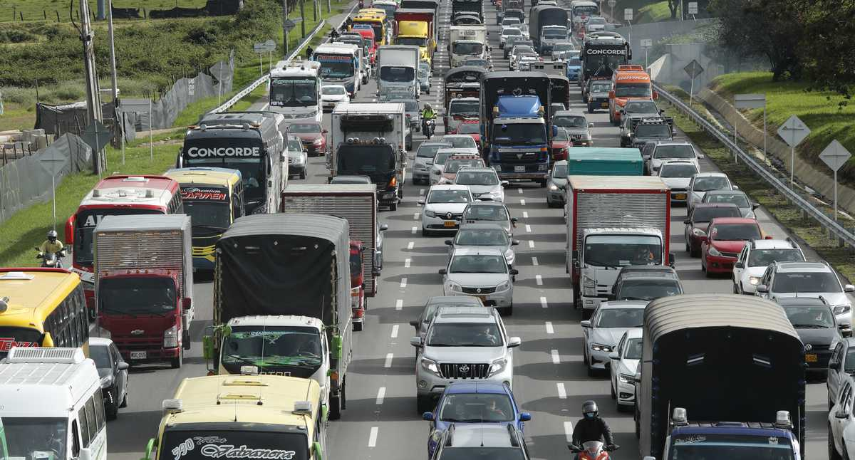 Oportunidad: estos son los vehículos que recibirán un 30 % de descuento en la revisión técnico-mecánica - Revista Semana