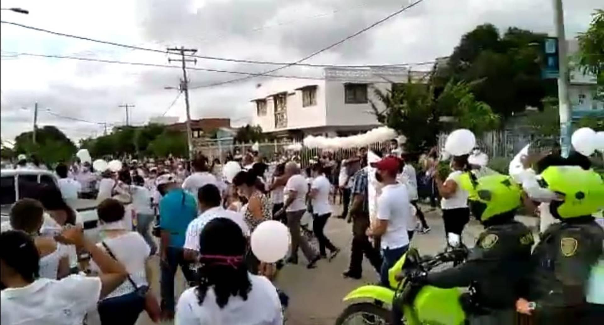 Habitantes del barrio Villa Grande, en Cartagena, acompañaron el cuerpo de la pequeña Taniusca Romero.
