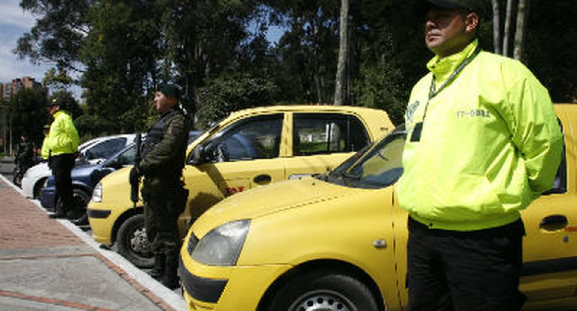 Dos taxis, dos vehiculos particulares y una moto de alto cilindraje eran usados por 'Los Canarios' para cometer sus delitos