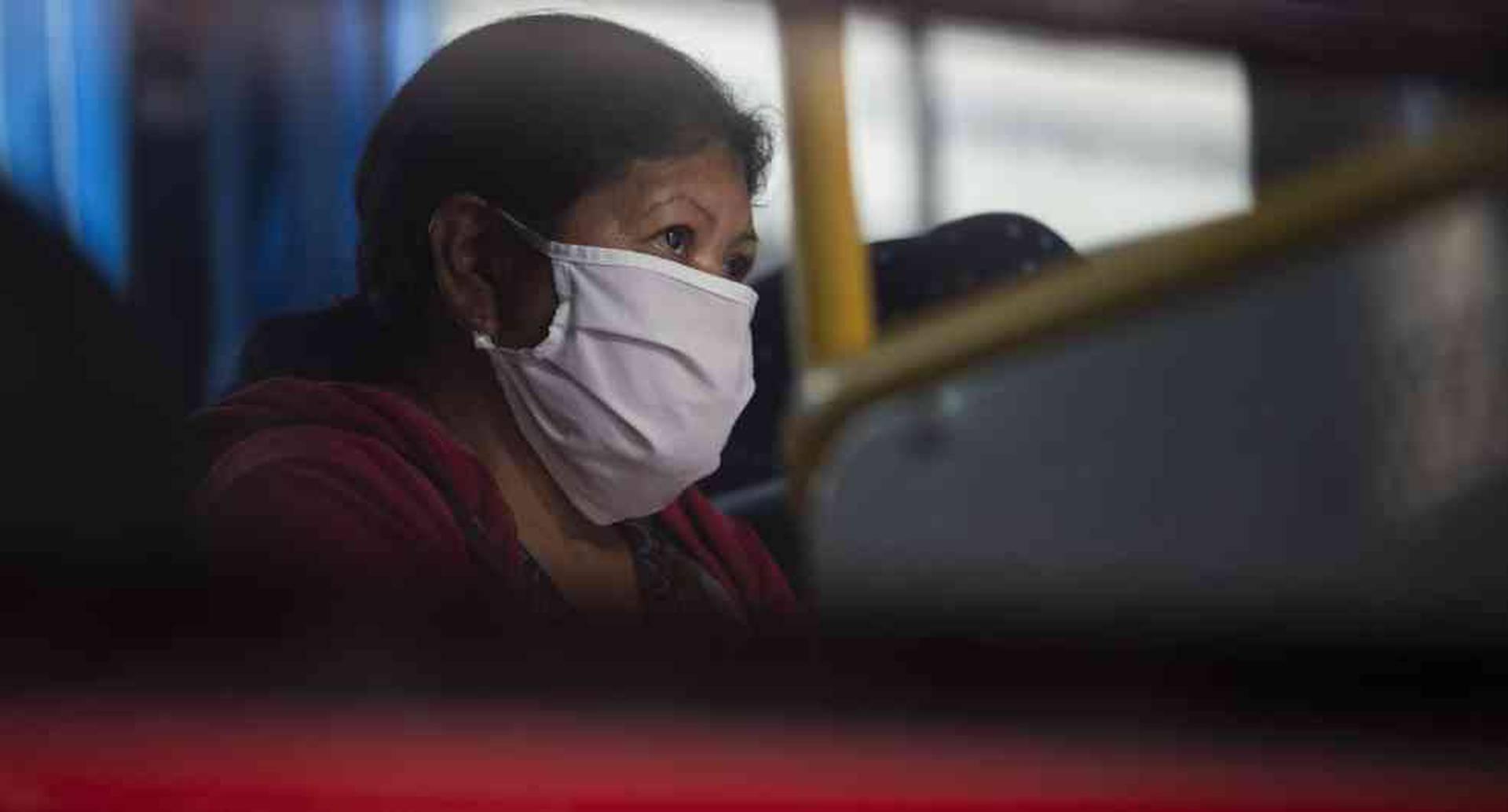 Los pasajeros que fueron trasladados en dos autobuses a un evento budista en la ciudad de Ningbo, China, el 19 de enero