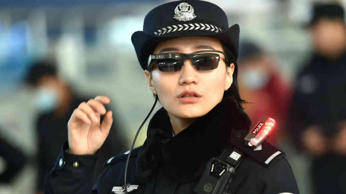 Uno de los primeros países en utilizar esta novedosa tecnología fue China, que la han usado a modo de salvaguarda de la seguridad en las calles, allí existen más de 300 millones de cámaras de seguridad, motivo que les permite reconocer en pocos segundos a una persona entre la multitud.