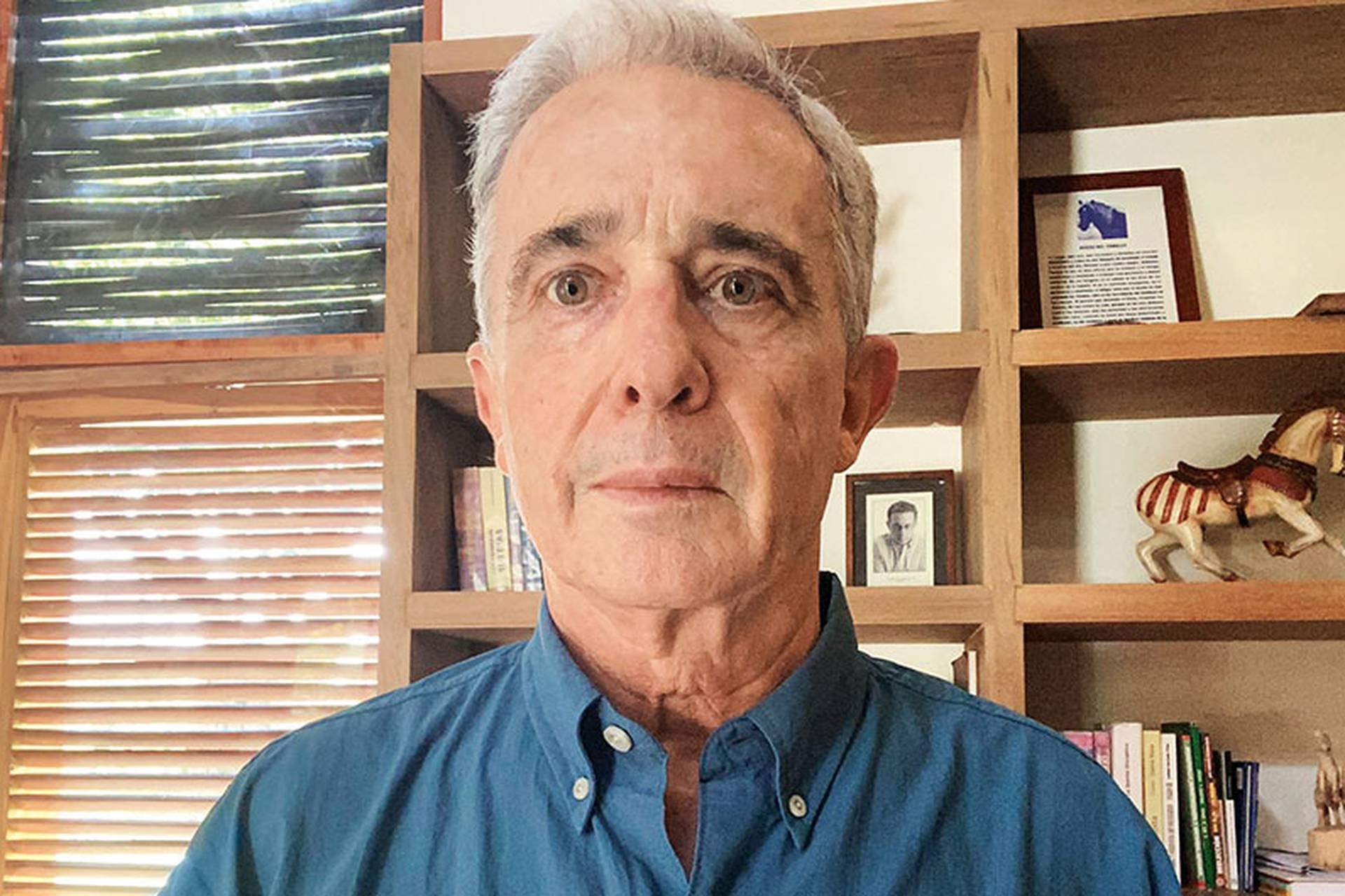 Al contrario de lo que sus seguidores y abogados esperaban, el expresidente Uribe no salió libre tras su primera audiencia en la jurisdicción ordinaria.