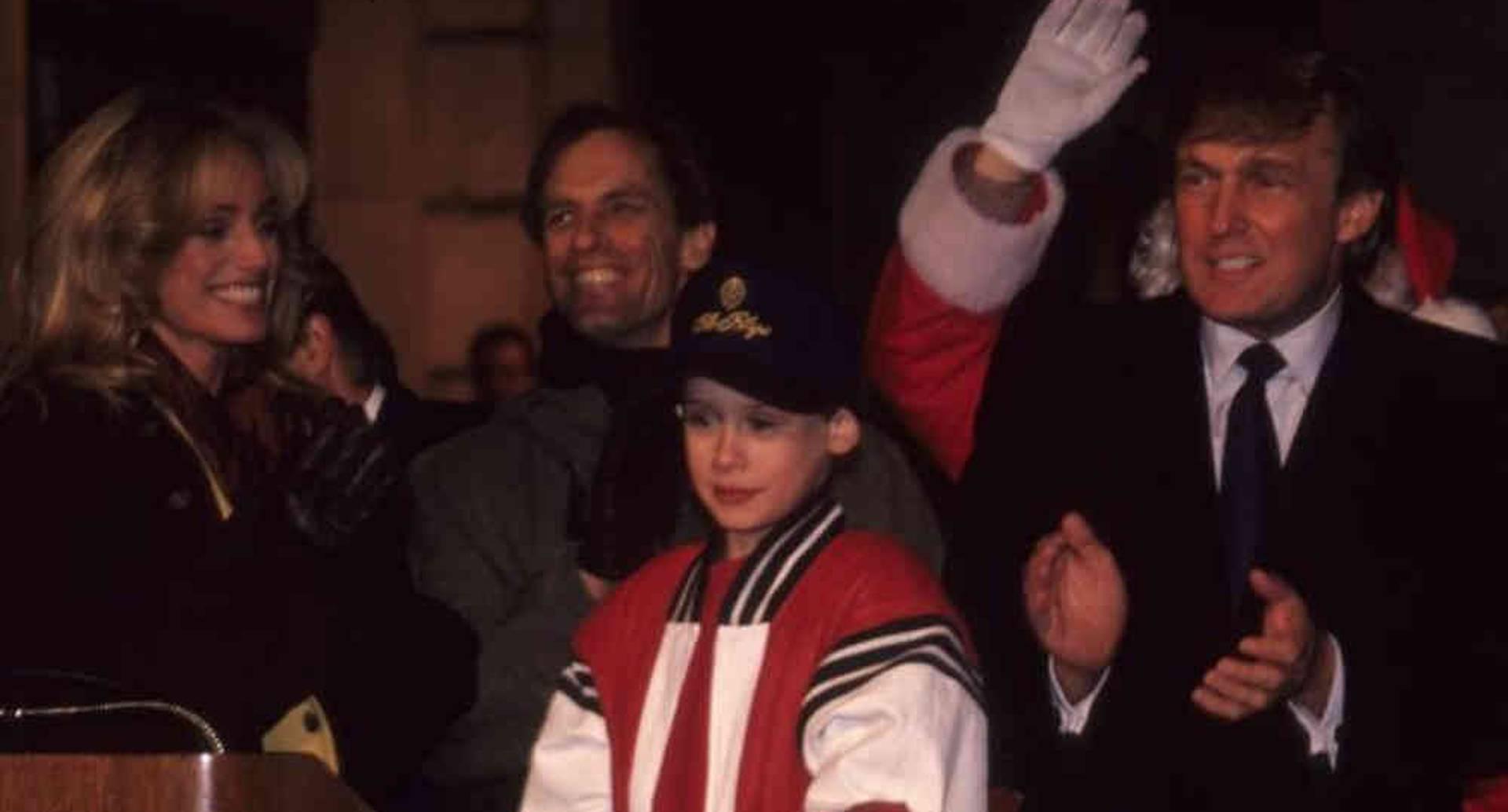 """Trump aparece en """"Mi pobre angelito 2"""", la película de 1992 protagonizada por Macaulay Culkin (al centro). Getty."""