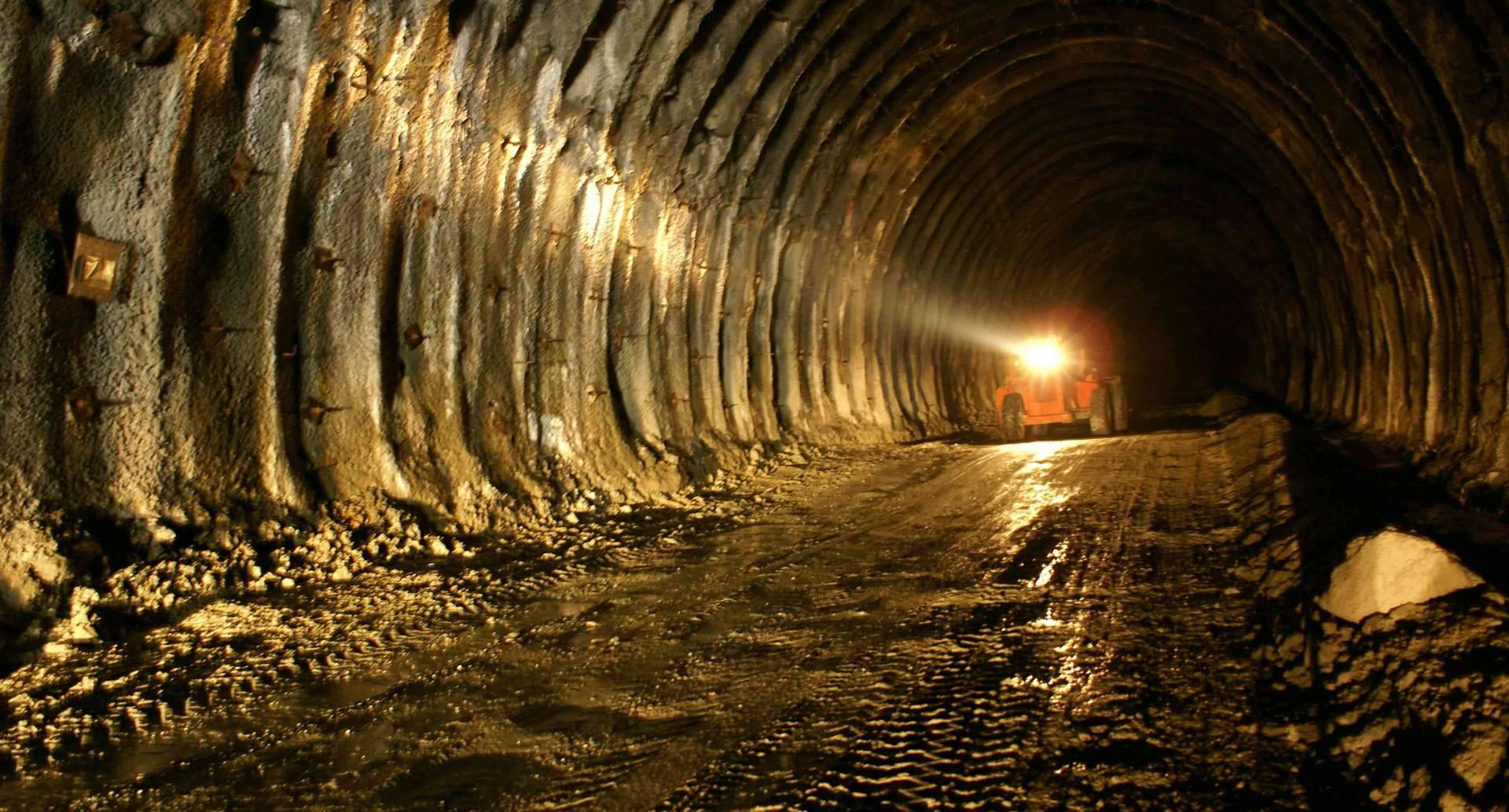 En 2009, se vieron las primeras obras de apertura del túnel principal del cruce de la cordillera Central. Foto: Invías