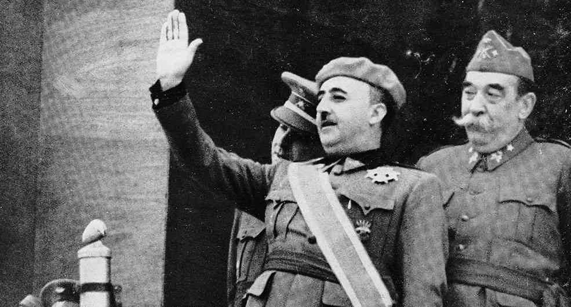 El dictador Francisco Franco anuncia el fin de la guerra en 1939. Foto: getty images