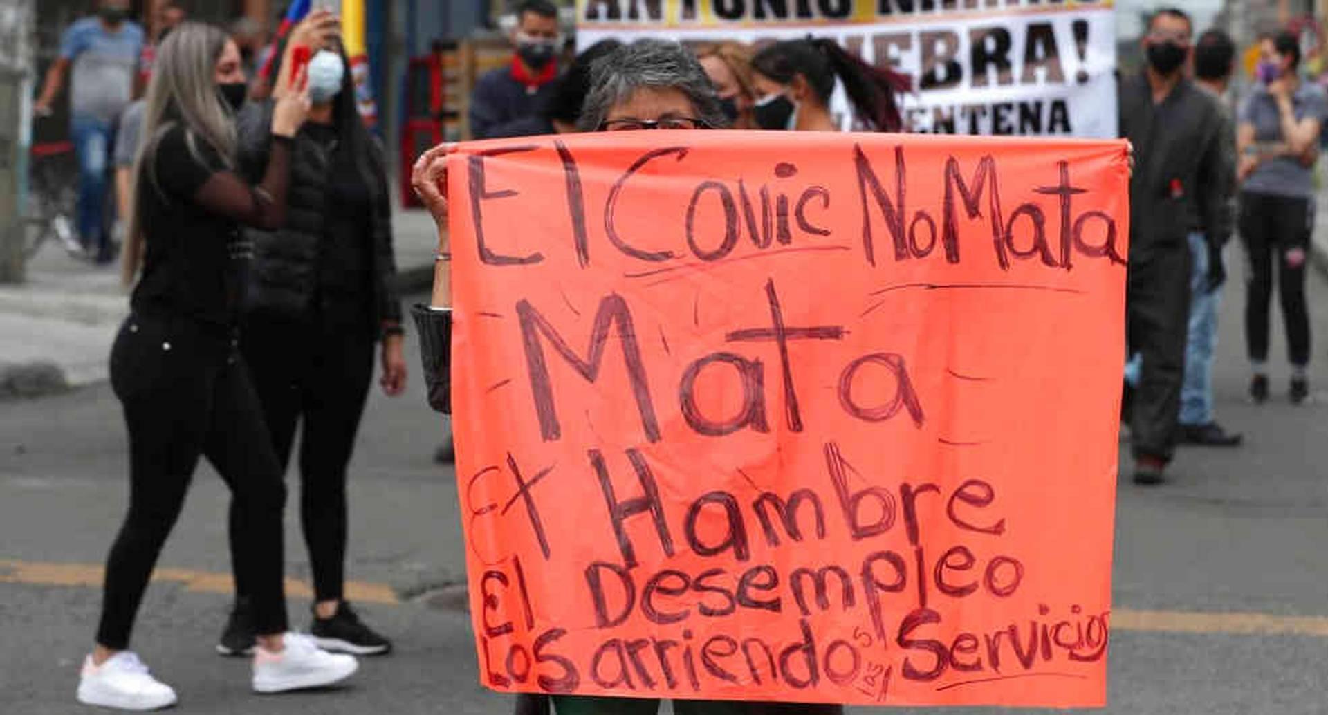 Alrededor de Latinoamérica personas han salido a las calles a protestar por la crisis social y económica.