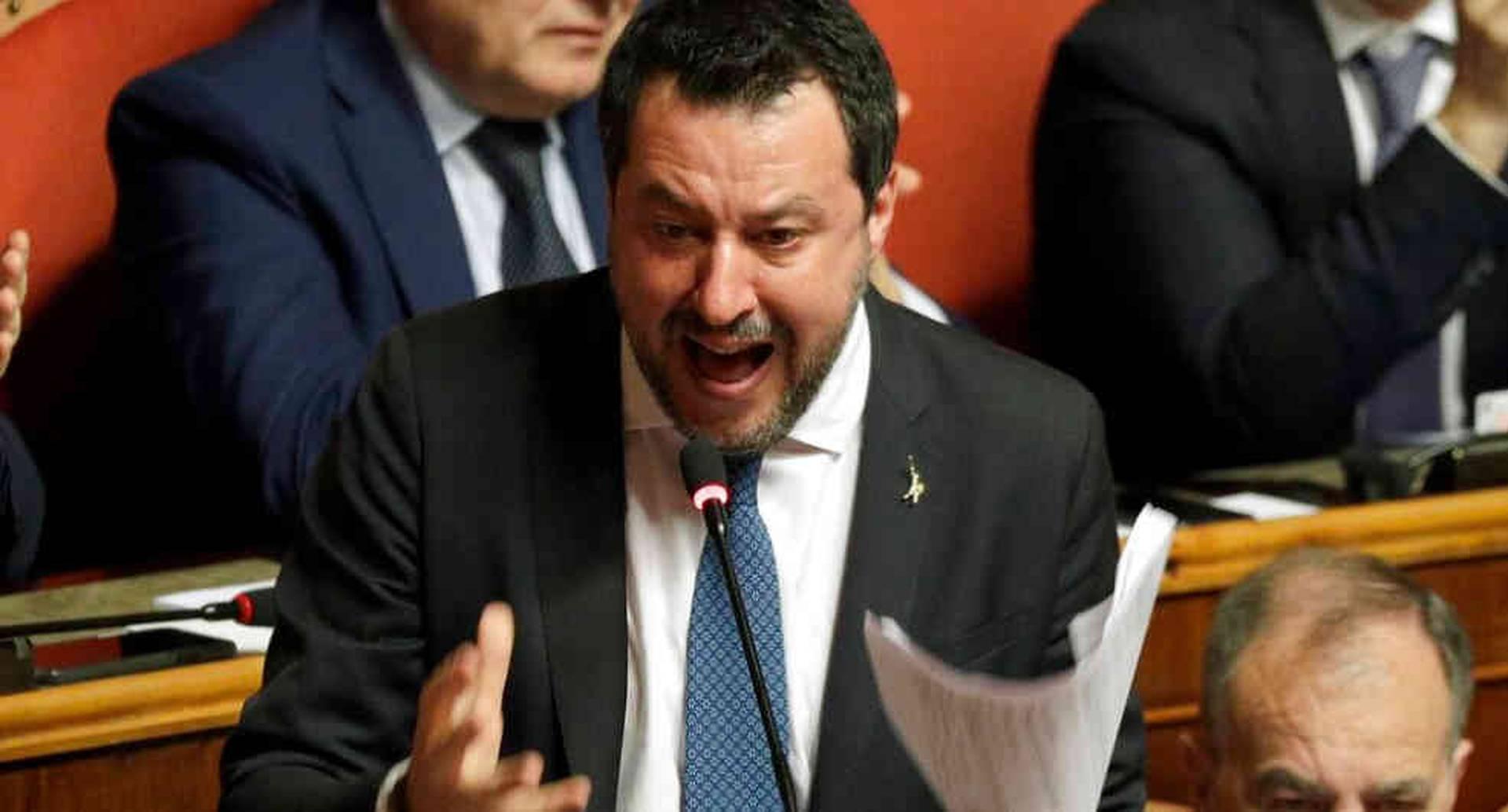 Salvini ordenó bloquear a 116 inmigrantes en julio del año pasado por casi una semana mientras se encontraban a bordo de un barco de la guardia costera italiana.