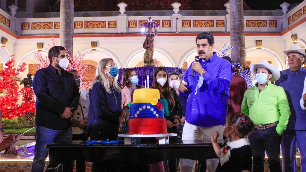 Con baile y tapabocas: así fue el cumpleaños de Nicolás Maduro en el  Palacio de Miraflores