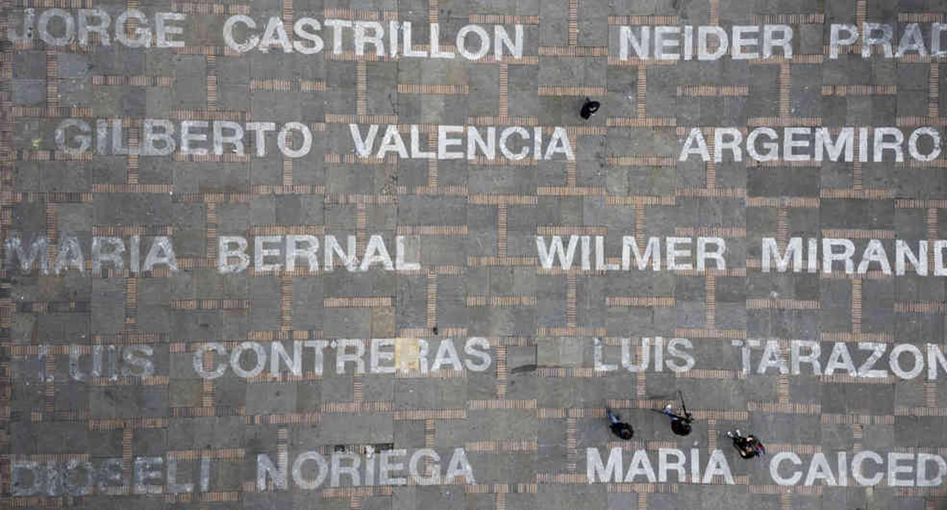 La obra de Salcedo, presentada en junio de 2019, trató de materializar a los líderes y lideresas asesinados.