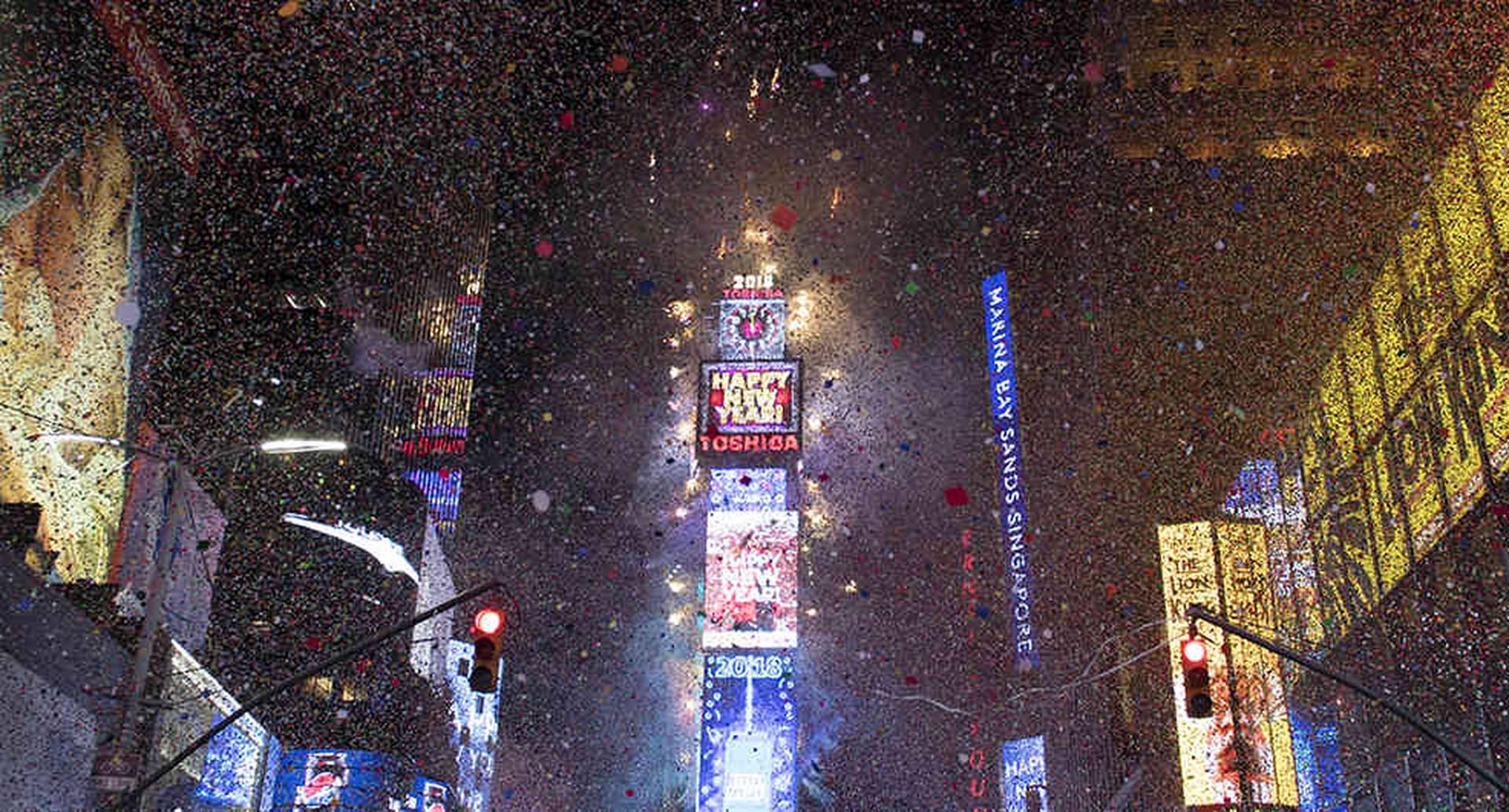 La tradicional celebración en Times Square (Nueva York) estuvo marcada por el intenso frío que azota la costa este de los Estados Unidos. Foto de AFP