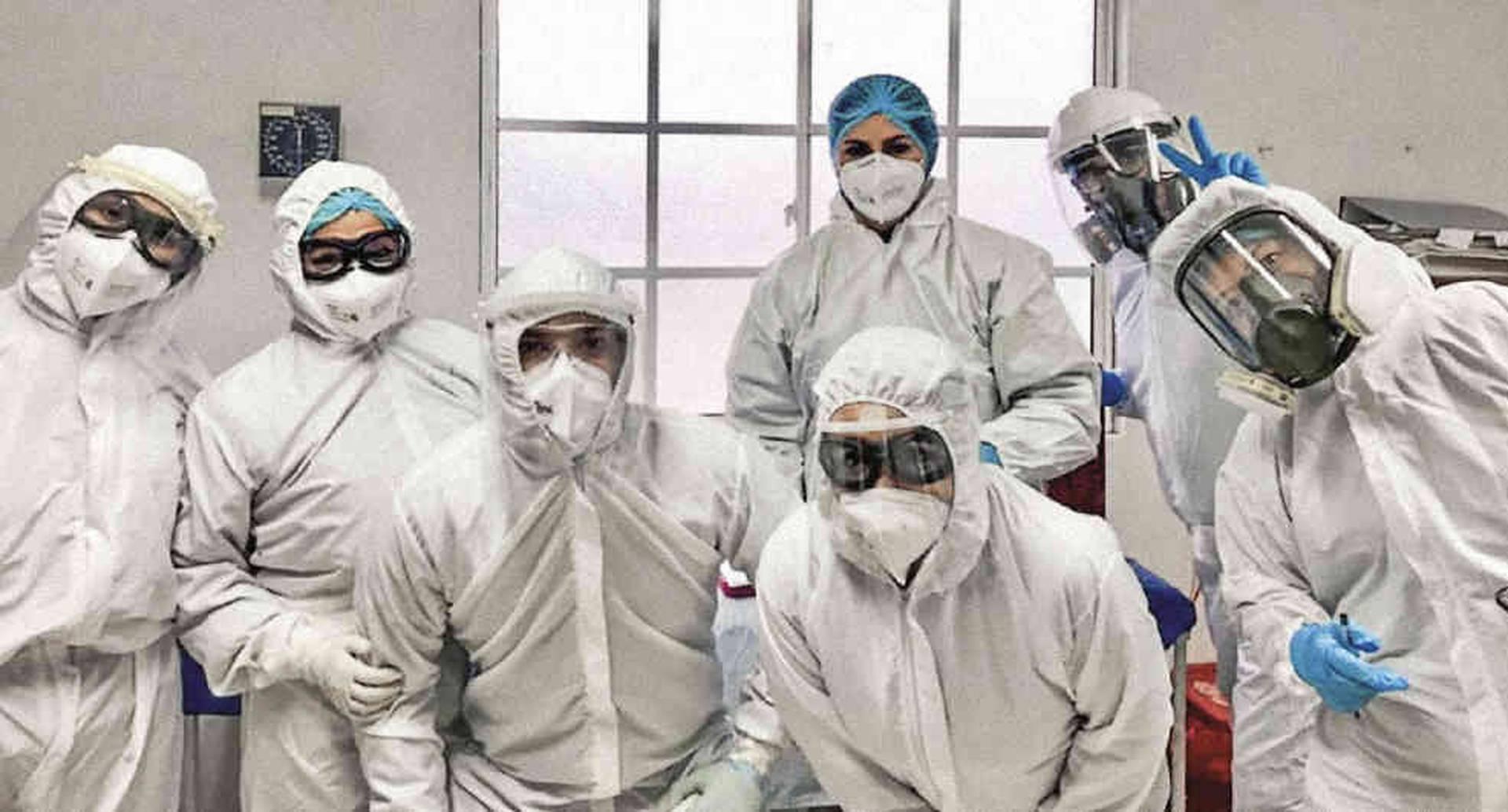 """El equipo de epidemiólogos de Santander. Dicen que en la zona los ciudadanos no quieren hacerse las pruebas porque corre el rumor de que """"son un negocio para el Gobierno""""."""