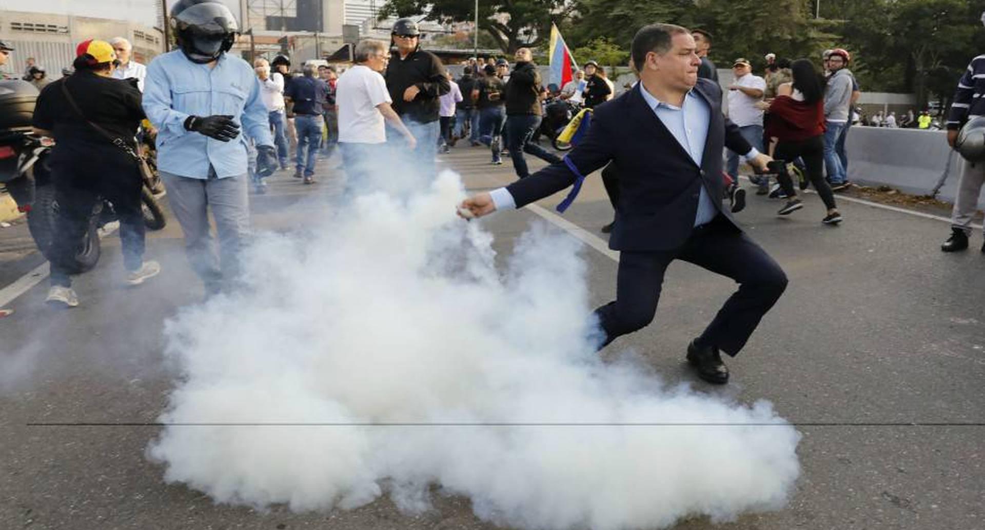 Los opositores y los chavistas se encuentran hoy cara a cara en Venezuela y la tensiones comienzan a surgir.